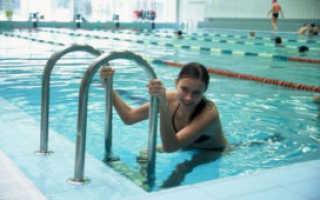 Упражнения в бассейне для позвоночника