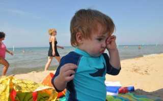 Если ребенку в глаза попал песок что делать